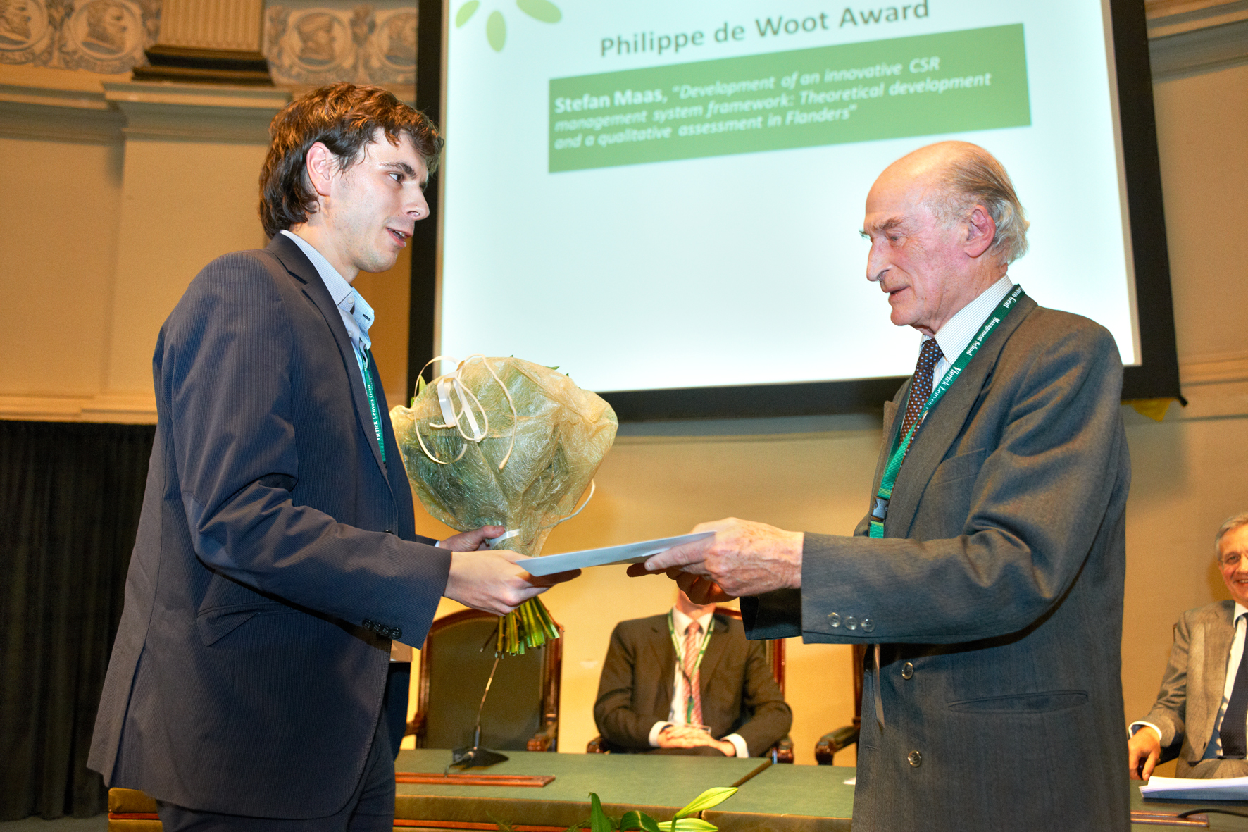 Philippe de Woot giving Stefan Maas the award for the best CSR thesis 2012