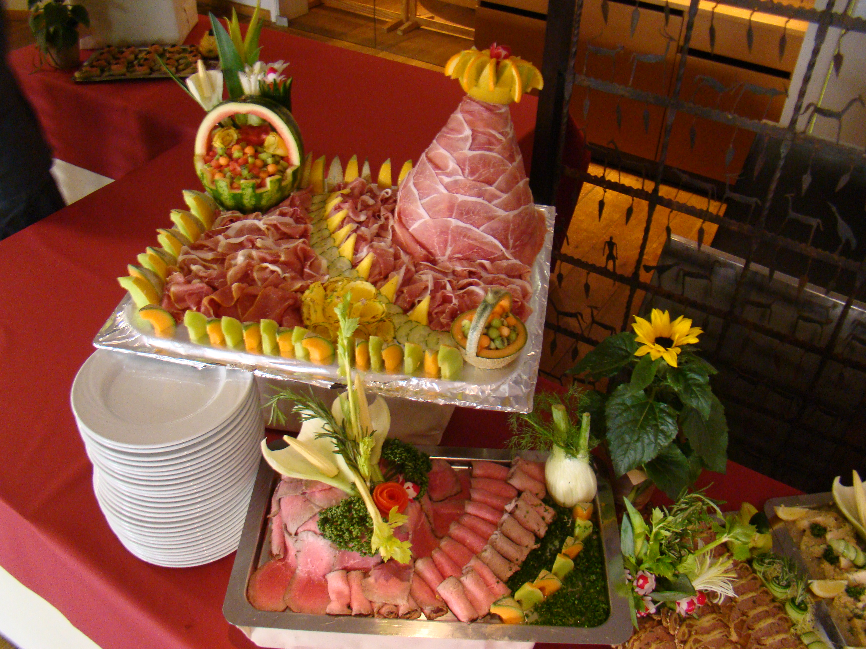 1000 images about buffets on pinterest buffet for Table 20 personnes